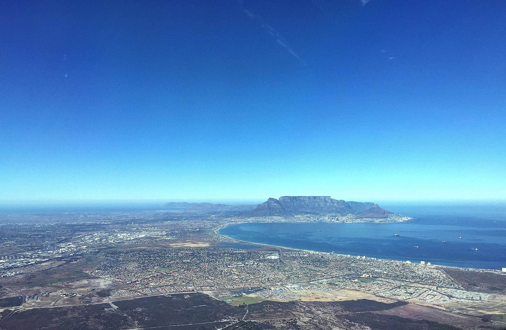 Südafrika Tafelberg aus dem Cockpit eines Flugzeugs fotografiert