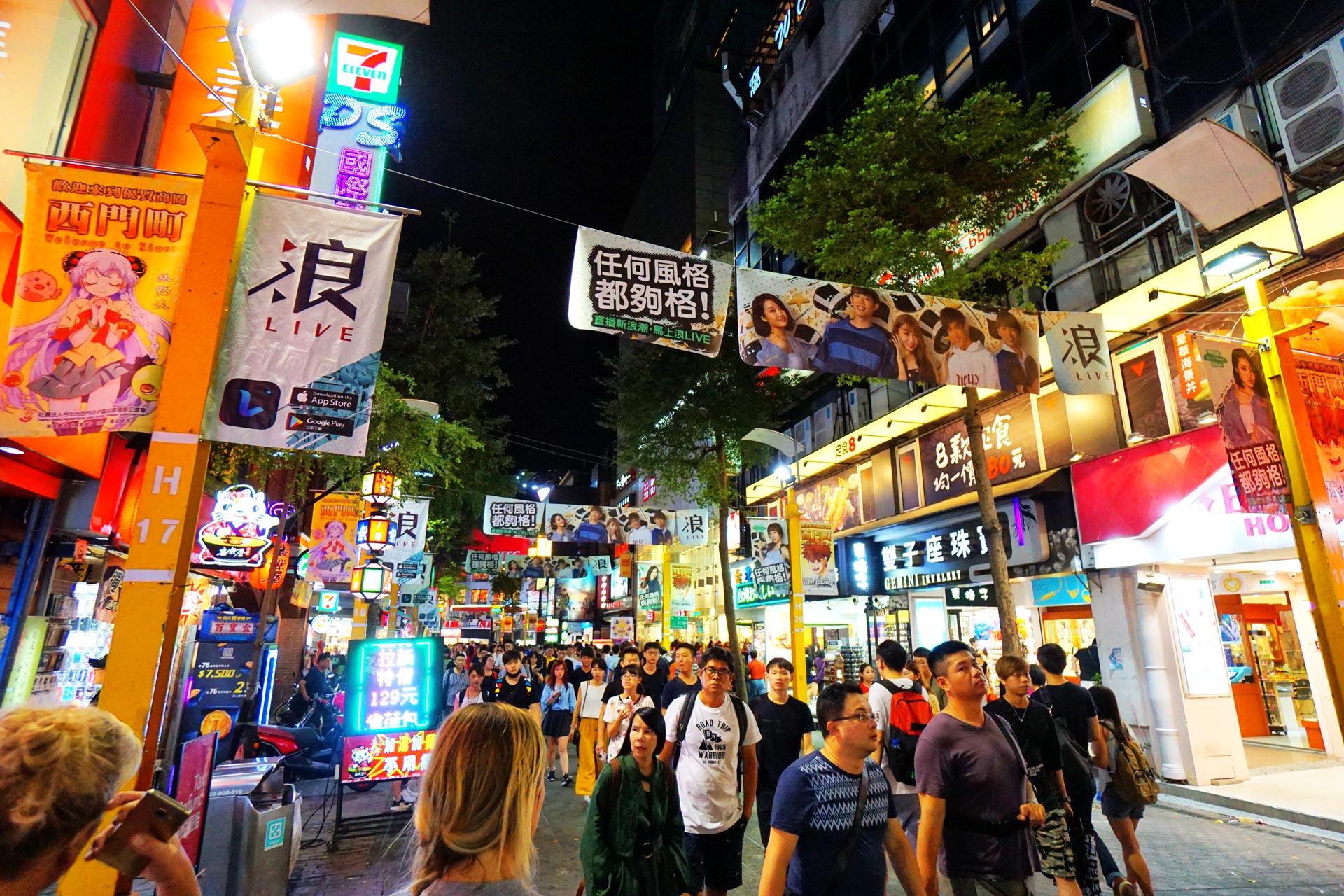 Leuchtreklamen und Werbung in Ximending
