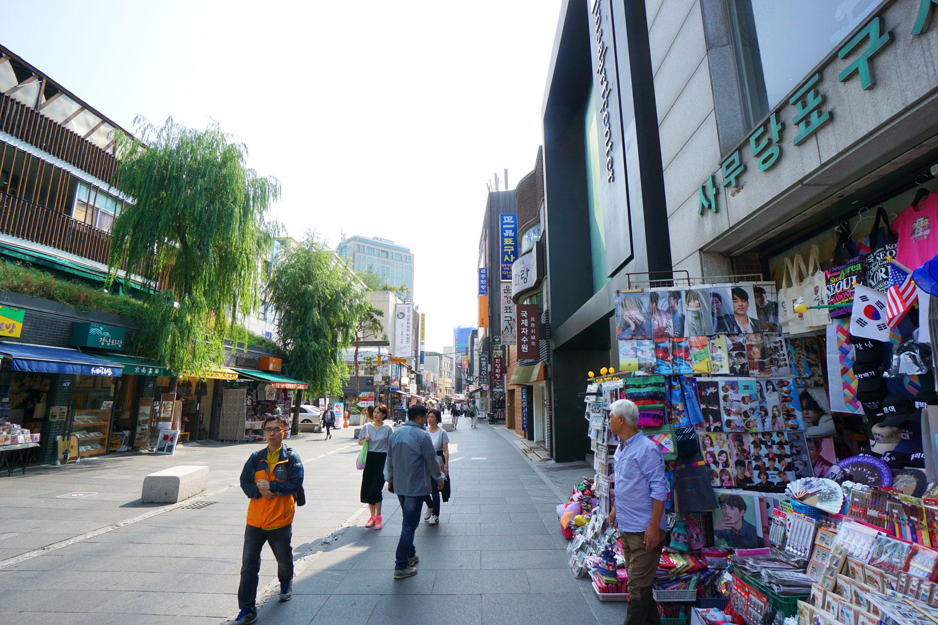 Die Einkaufsstraße von Insadong am frühen Morgen. Später wird es hier richtig voll.