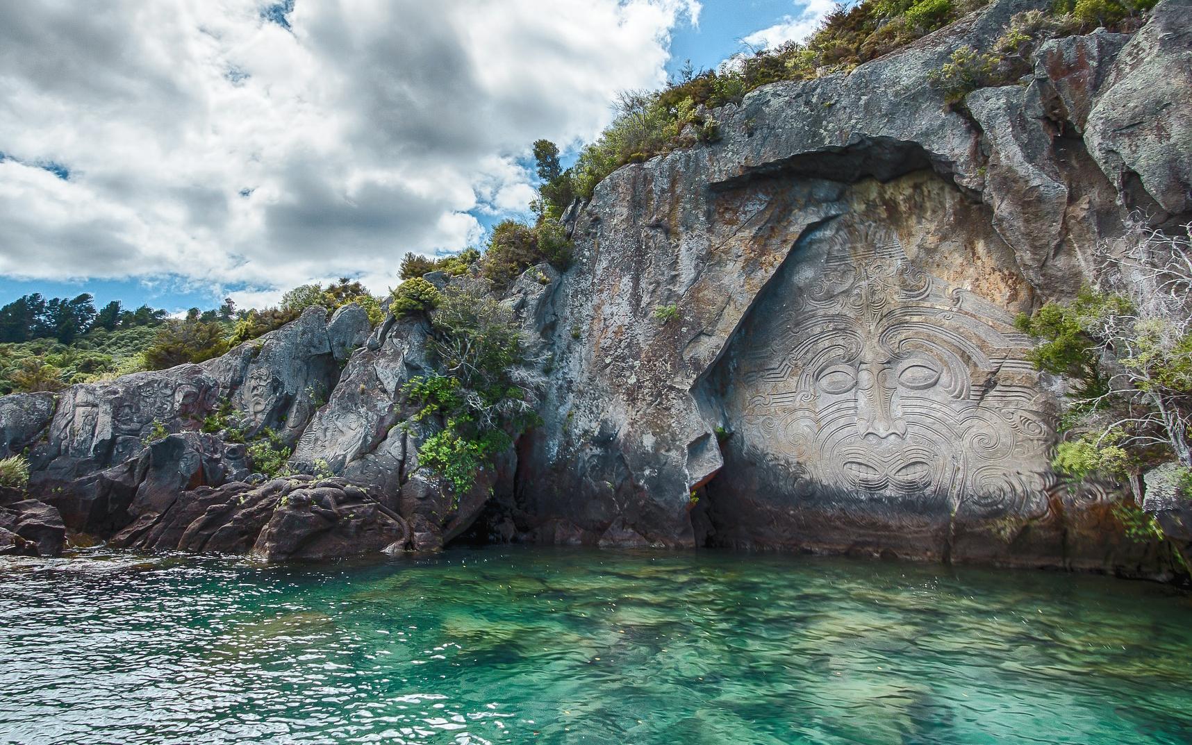 Maori Felsschnitzereien am Lake Taupo
