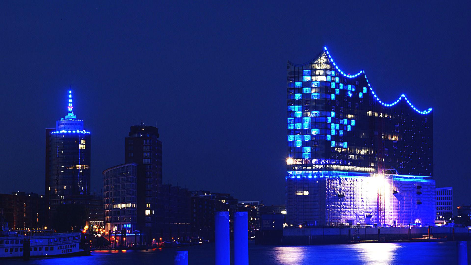 Hamburg's Elbphilharmonie at night