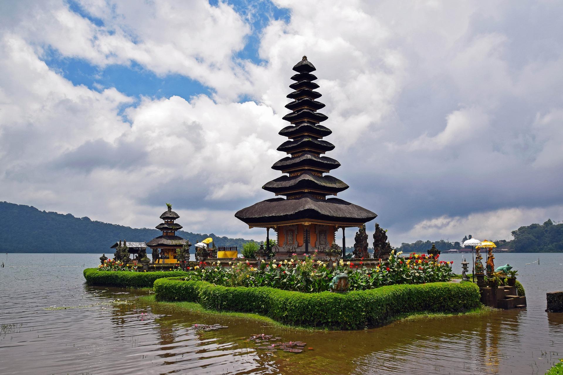 Pagoden finden sich überall auf Bali
