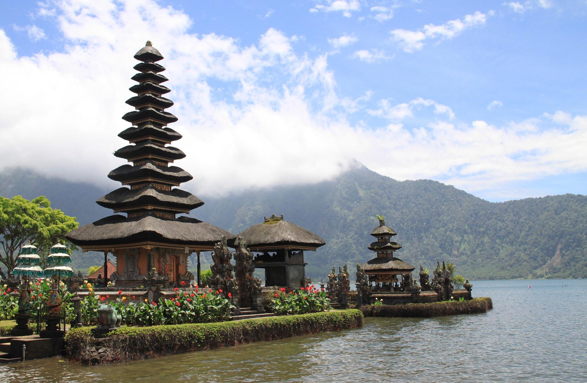 Typisch Bali: Pagoden im Wasser