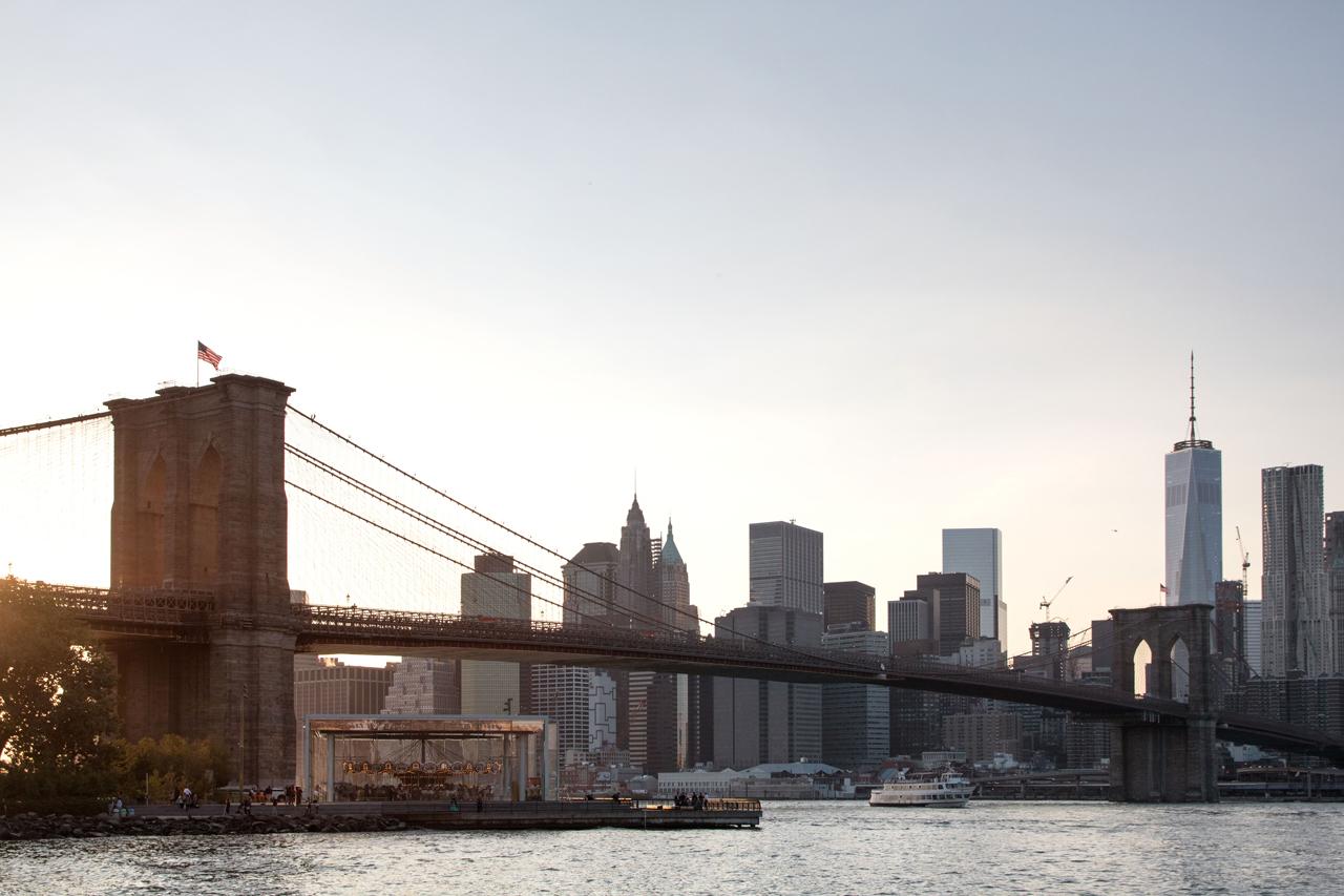 Die Brooklyn Bridge vom Viertel Dumbo aus gesehen