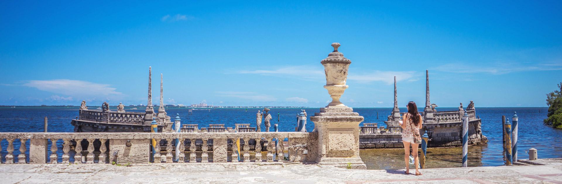 Blick vom Vizcaya Museum auf das Meer in Miami