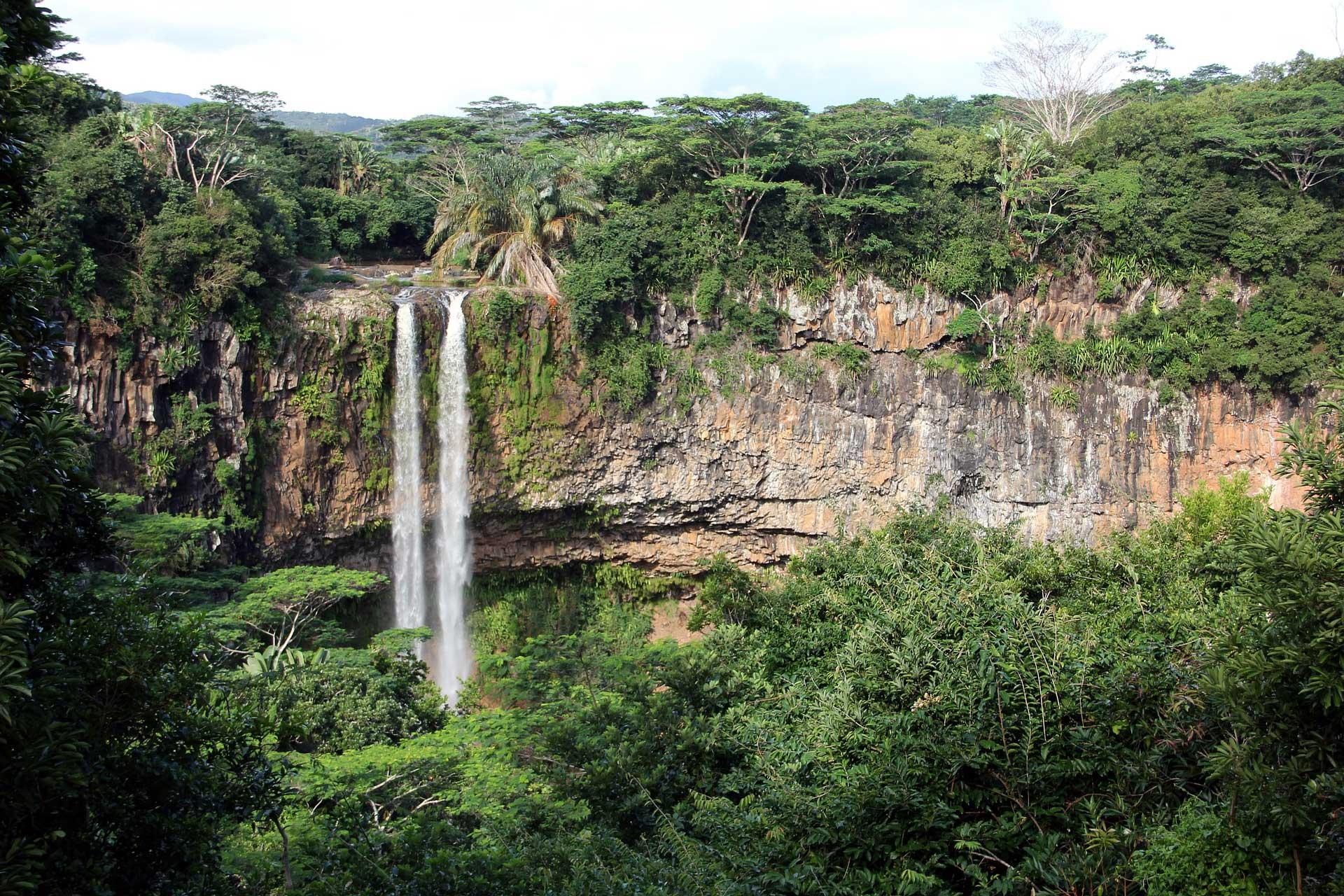 Hoher Wasserfall auf Mauritius