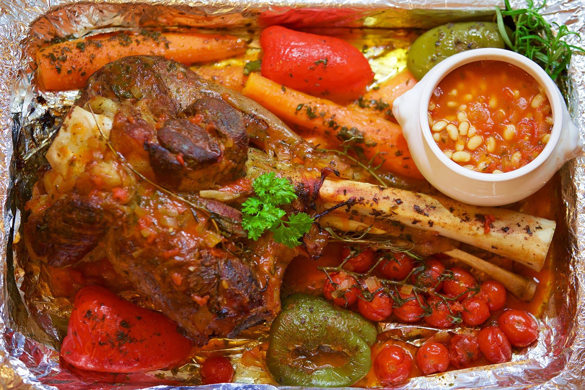 Bob Tschorba mit schmackhaftem Fleisch und Gemüse