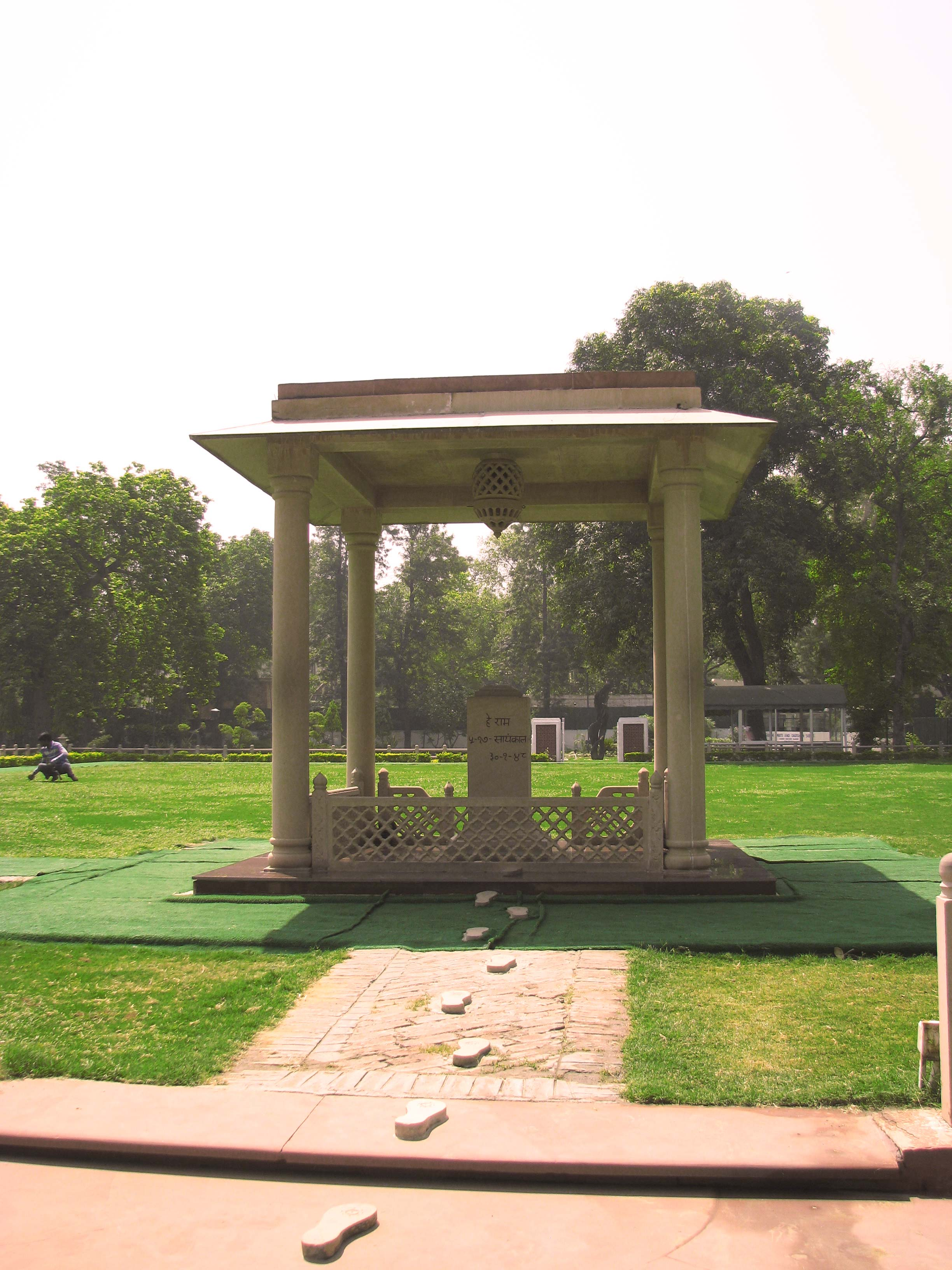 Martyr column in New-Delhi - Footprints of Gandhi
